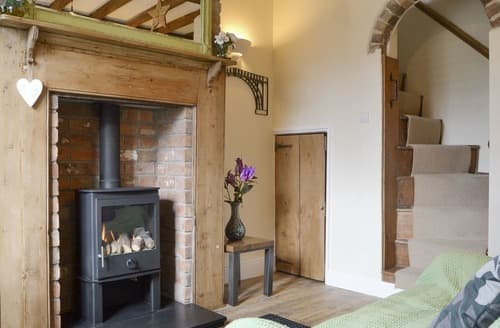 Last Minute Cottages - Artisan Cottage