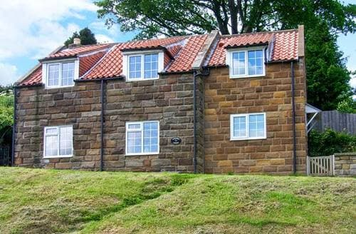 Dog Friendly Cottages - Superb Whitby Cottage S4329