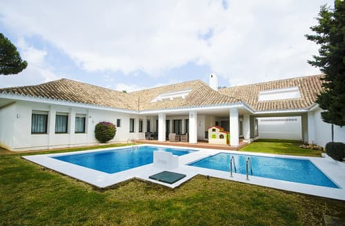Last Minute Cottages - Villa Peonias