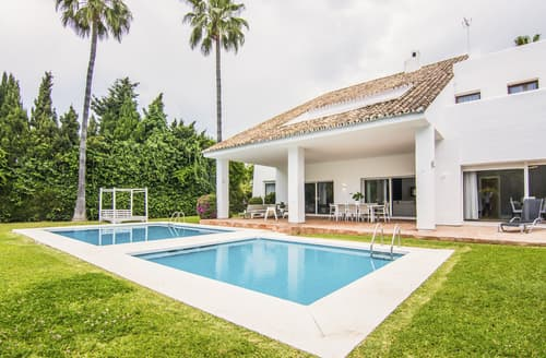 Last Minute Cottages - Villa Gladiolo