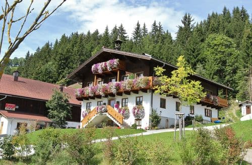 Last Minute Cottages - Cosy Wagrain Apartment S142098