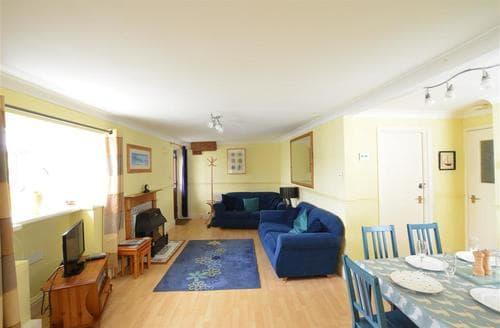 Last Minute Cottages - Dolphins Apartment - East Looe