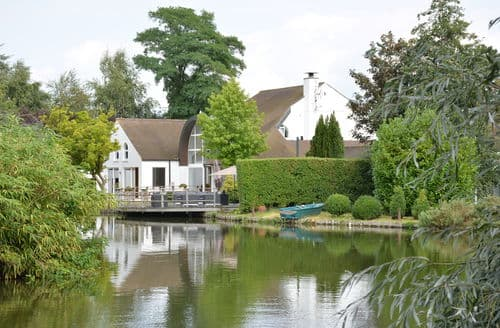 Last Minute Cottages - The Poolhouse