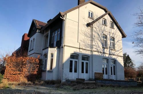 Last Minute Cottages - Beautiful Beringen Cottage S144373