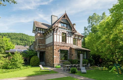 Last Minute Cottages - Villa Jeanne