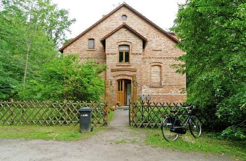 Last Minute Cottages - Exquisite Fürstenwalde Apartment S147144