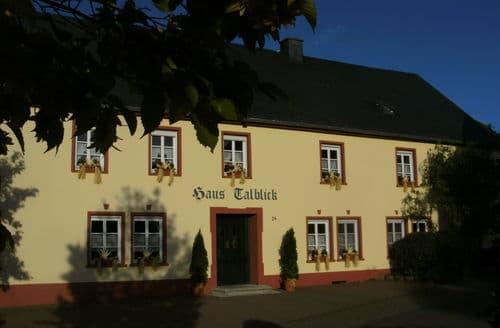 Last Minute Cottages - Talblick
