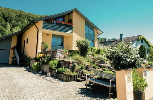 Last Minute Cottages - Attractive Dollnstein Apartment S148380