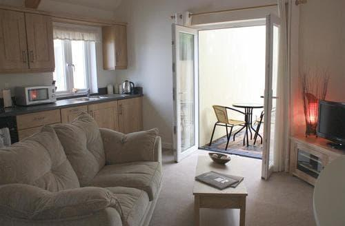 Last Minute Cottages - Exquisite Redberth Apartment S43748