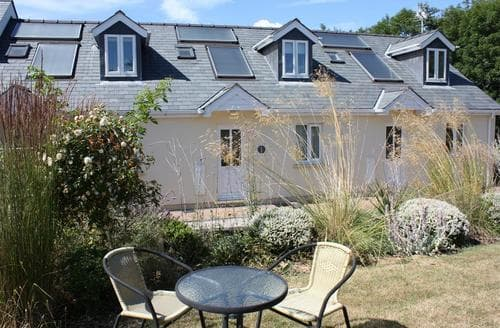 Last Minute Cottages - Attractive Redberth Apartment S43782