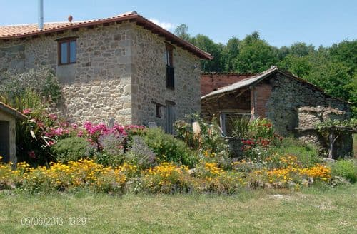 Last Minute Cottages - Casa Ribeira Sacra