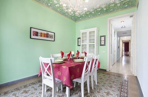 Last Minute Cottages - Rambla Paris Apartment