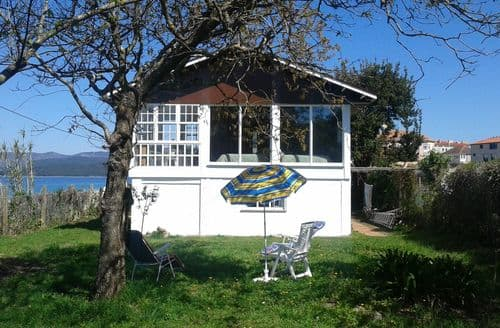 Last Minute Cottages - Vila Miramar
