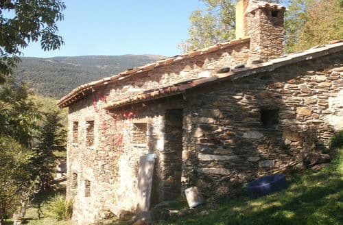 Last Minute Cottages - Casa Pirineo