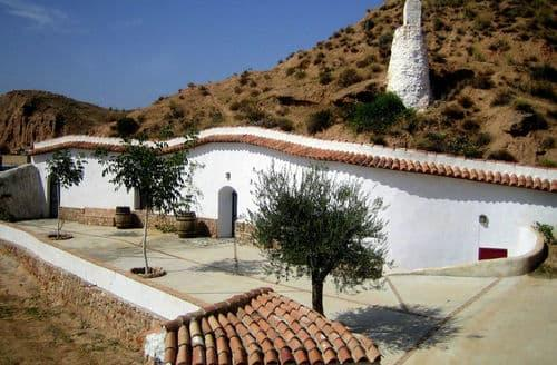 Last Minute Cottages - Casa Cueva Lopera