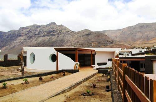Last Minute Cottages - Villa Oceano