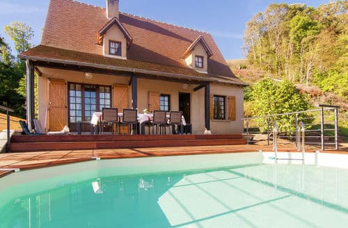 Last Minute Cottages - Maison Poedjon