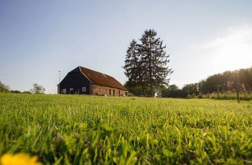Last Minute Cottages - Ensemble le Pavillon 12 ps