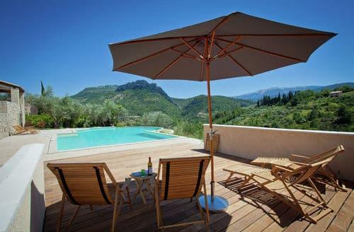 Last Minute Cottages - Villa Les Dentelles