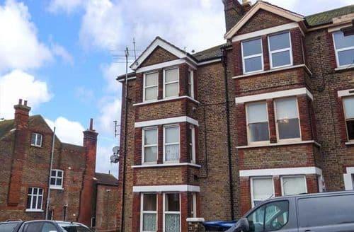 Last Minute Cottages - Gorgeous Ramsgate Apartment S44332