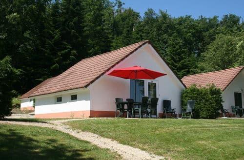 Last Minute Cottages - Residence Château Cazalères 3