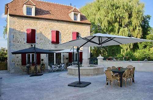Last Minute Cottages - Le grand moulin avec jacuzzi