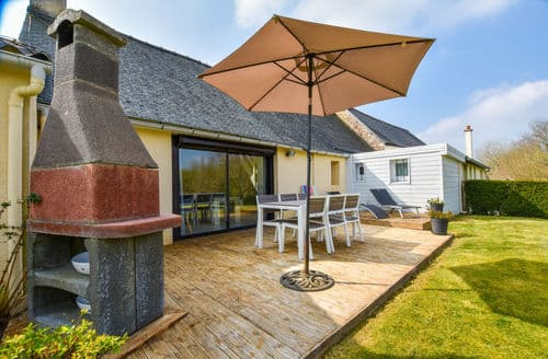 Last Minute Cottages - Maison proche cote de granit rose