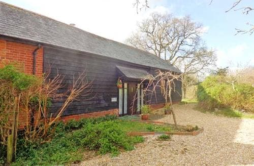 Last Minute Cottages - Gorgeous Romsey Granary S4586