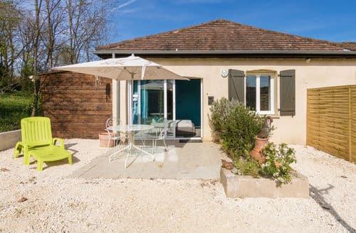 Last Minute Cottages - Appartement Le Cosy