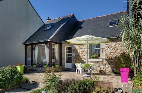 Last Minute Cottages - Maison bretonne au vert
