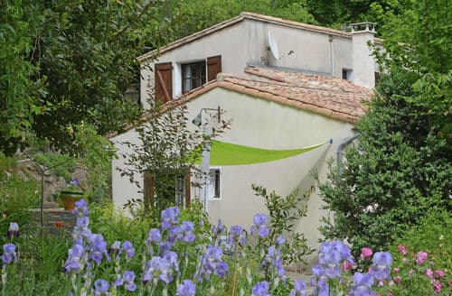 Last Minute Cottages - Maison de Fleurs
