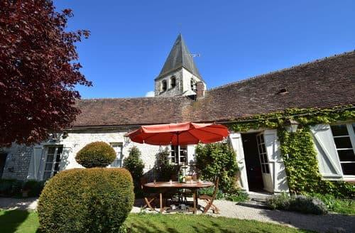 Last Minute Cottages - Les Remparts Fleuris