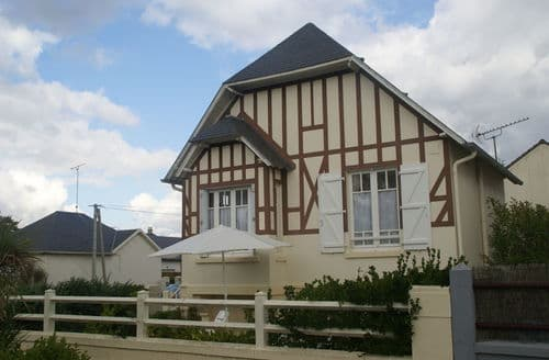 Last Minute Cottages - Inviting Hauteville Sur Mer Cottage S152155