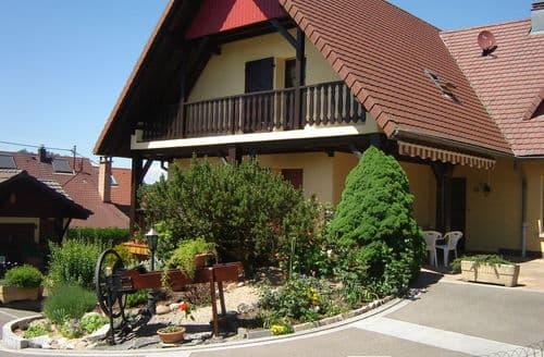 Last Minute Cottages - Au Cheval Blanc