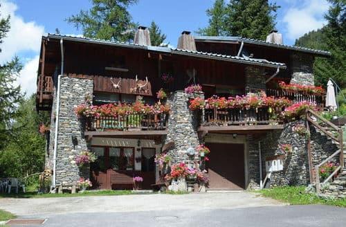 Last Minute Cottages - Chalet Le Rocher Gris
