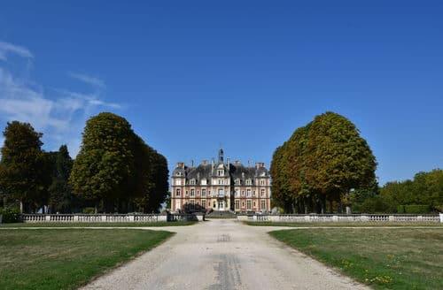 Last Minute Cottages - Château de la Trousse
