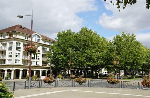 Last Minute Cottages - Charming Bussy Saint Georges Apartment S152942