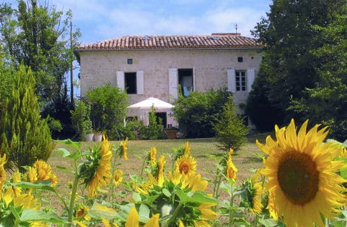 Last Minute Cottages - Petit Maux
