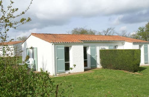 Last Minute Cottages - Village Vacances de Chantonnay 1
