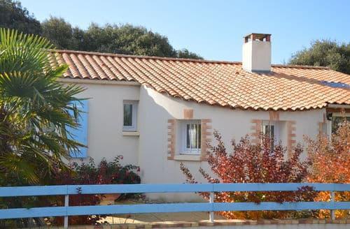 Last Minute Cottages - Maison aux volets bleus