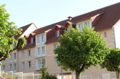 Last Minute Cottages - Lovely La Roche Posay Apartment S153561