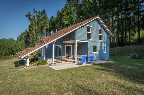 Last Minute Cottages - Chalet Bleu