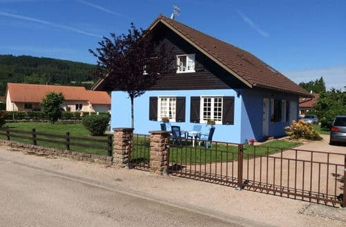 Last Minute Cottages - Chalet bleu