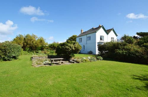 Dog Friendly Cottages - Captivating Padstow Cottage S153679