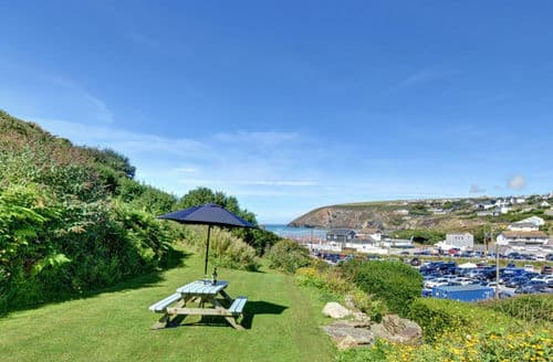 Last Minute Cottages - Quaint Mawgan Porth Cottage S153705