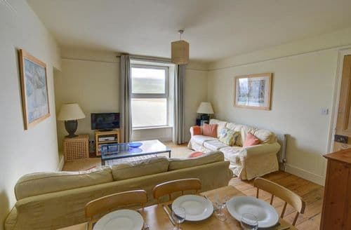 Last Minute Cottages - Attractive Barmouth Apartment S153765