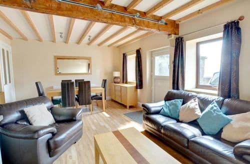 Last Minute Cottages - Cosy Cowling Cottage S153809