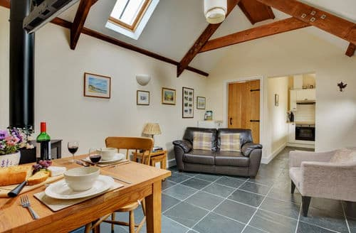 Last Minute Cottages - Cosy Begelly Cottage S153860