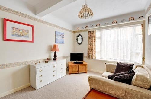 Last Minute Cottages - Wonderful Hove Apartment S153864