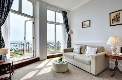 Last Minute Cottages - Cosy Hove Apartment S153873